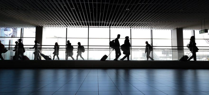 airport-4120835_1920