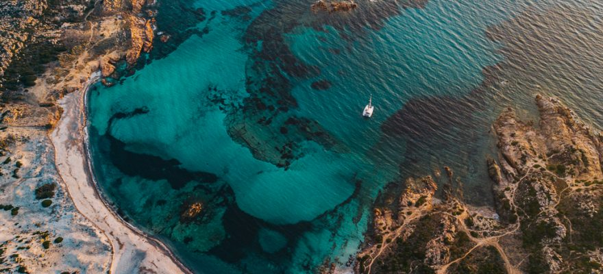 plus-belles-plages-europe-30_1_Stagnolu_Corse_Wild_Road